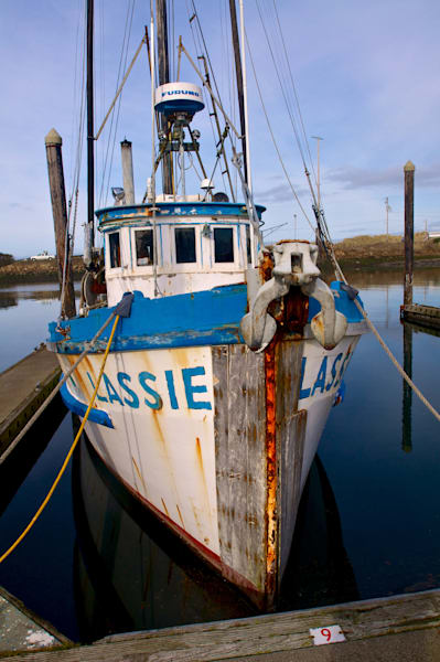 image of lasse fishing boat in charleston, oregon