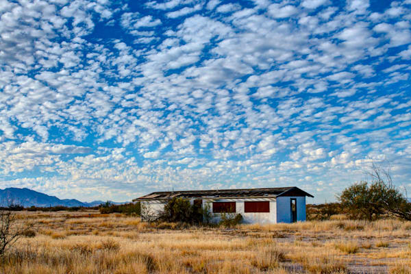 photo of an abandoned house in rural arizona