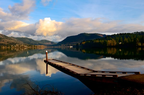 an image of a beautiful late afternoon at dexter lake, oregon