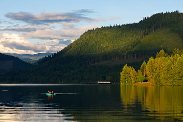 photo of late afternoon light at dexter lake with lowell covered bridge in the background