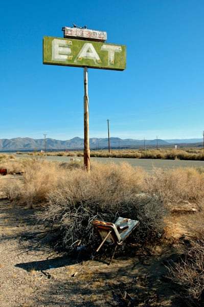 image of a vintage eat sign on ca hwy 395 in the owens vally area