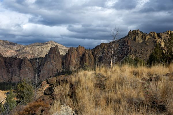 image of a beutiful day at smith rock state park outside of bend, oregon