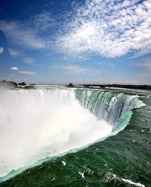 niagara falls green water canada