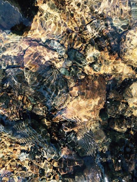 rocks underwater sun rays 1