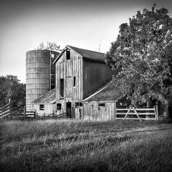 Americana fine art black and white photograph: 21st Street Barn, by nationally recognized artist and fine art photographer, David Zlotky