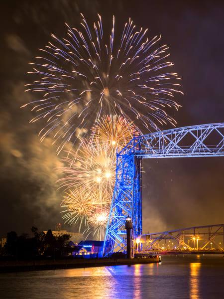Duluth Fireworks (Vertical)