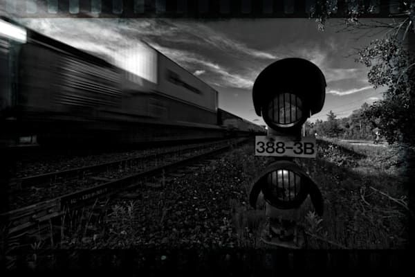 Signals Long Train with Border