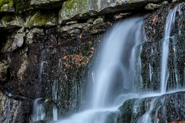 water-fall-at-devil-s-monument-1