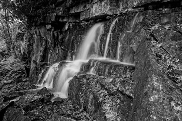 water-fall-at-devil-s-monument-3-blk-wht