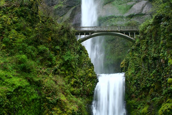 Multnomah Falls Bridge, Oregon, USA