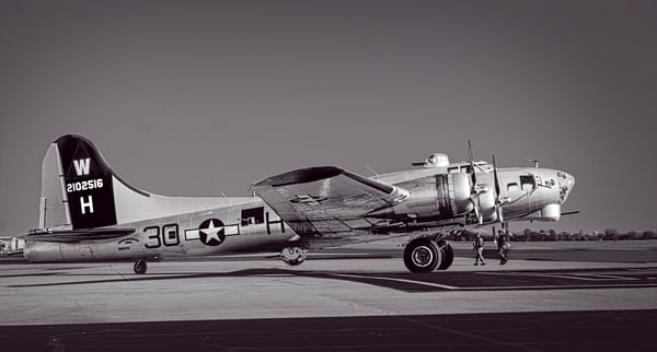 Bomber B-17 Vintage Warbird Vintage Restored Aircraft fleblanc