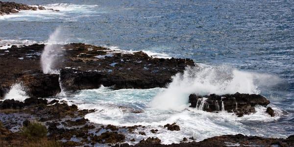 Dancing waves, waves, crashing waves, Hawaii