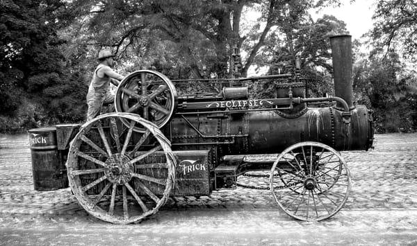 Eclipse Steam Powered Vintage Tractor Black & White fleblanc