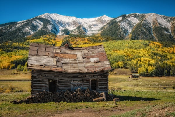 Photo of Old Colorado Log Cabin in Crested Butte & Whetstone Mountain