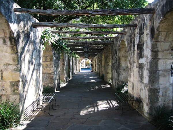 Beautiful Fine Art Paintings and Photographs by Vivian Lo – Picture of a covered pedestrian walkway in San Antonio, Texas. Originals and Prints for sale - VLo Photo