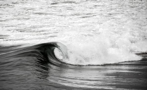 Beautiful Fine Art Paintings and Photographs by Vivian Lo – Picture of a single wave in black and White on Originals and Prints for sale - VLo Photo
