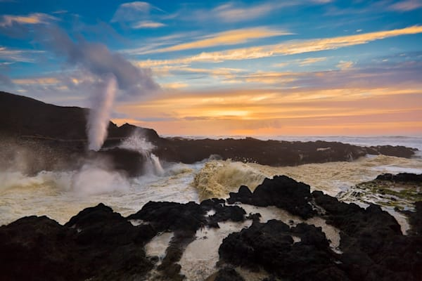 Spouting Horn blow hole at sunset, Cape Perpetuea, Oregon Coast