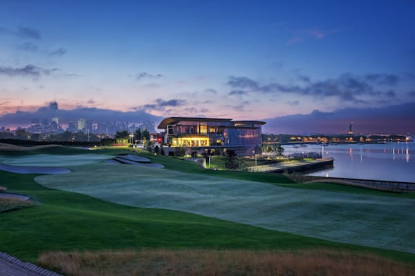 Liberty National Golf Club's 18th Green and Clubhouse