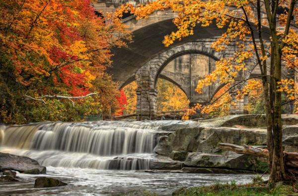 Beautiful Berea Falls In Autumn - DPC_72790930