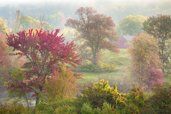 Peter Wnek photographs a New England autumn countryside landscape in Farmington CT at Hillsteid Estates.