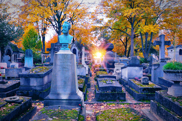 Sunset in Pere Lachaise