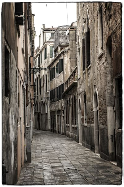 324 Landscape photographer Venice San Marco StreetA