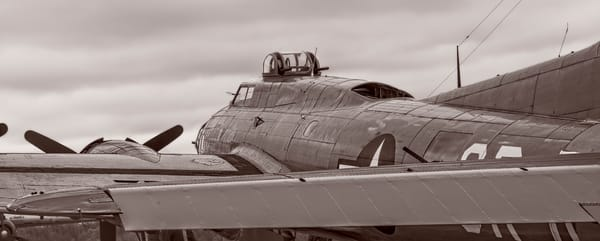 B-17 Flying Fortress WW2 USAF Bomber Warm Tone fleblanc