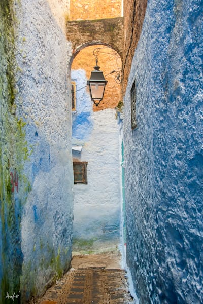 Photograph of a blue alley in art full Chefchaouen morocco