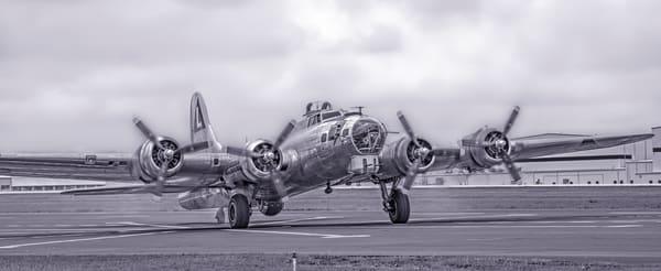 B-17 Flying Fortress Madras Maiden Landing Monochrome fleblanc