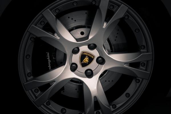 Photo of Lamborghini Gallardo Wheel - Lamborghini Badge