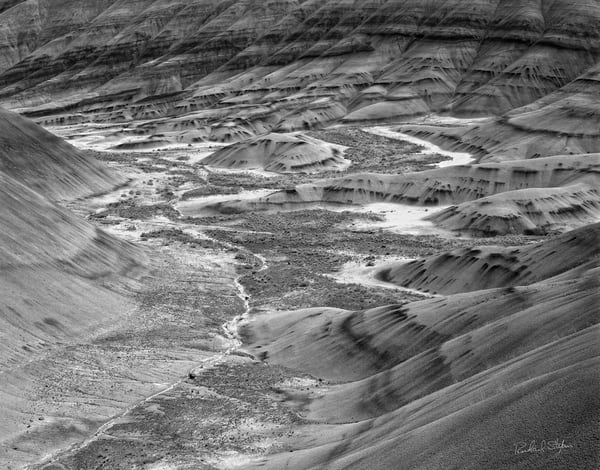 Painted Hills Detail 3 photograph by Richard Stefani – Stefani Fine Art