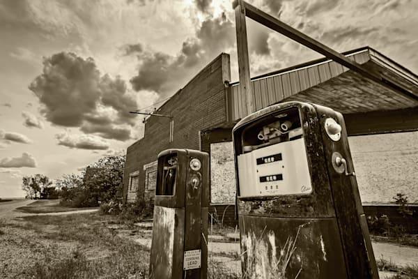 Bromhead, Saskatchewan, Abandoned Service Station