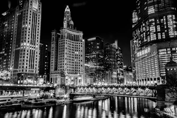 Chicago River B W