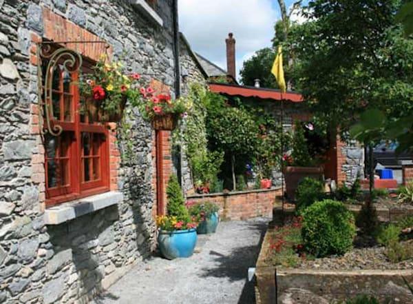 Eat.Paint.Love Art Retreat in Killarney, Ireland - Deposit