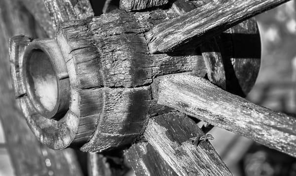 Classic Black and White Wall Art Weathered Wooden Wagon Wheel fleblanc