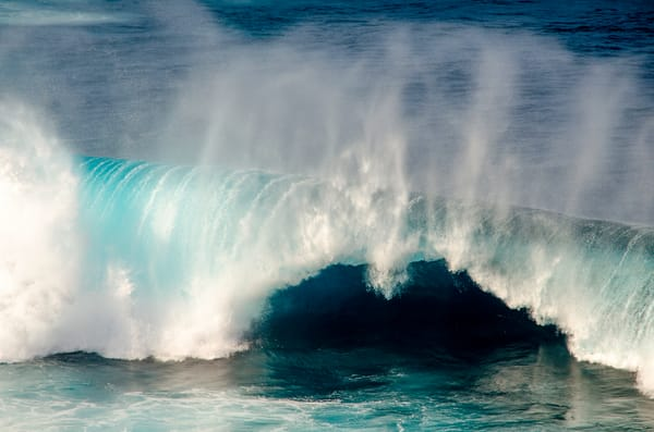 Purchase fantastic photographs of Maui waves.