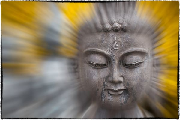 motions blurs of Buddha figures, information and photography on Buddha, statues of Buddha and art photography,