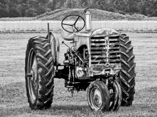 Antique Gas Farm Ranch Tractor Ready To Work The Field Black & White fleblanc