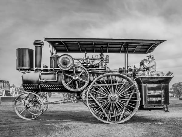 Amazing Fully Restored Nichols Shepard Steam Traction Engine Black and White fleblanc