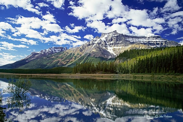 Bow Lake in Banff National Park, Canada.