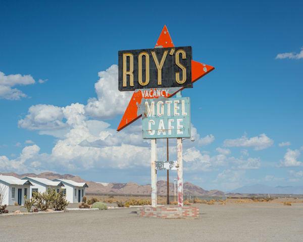 Roy's, Amboy