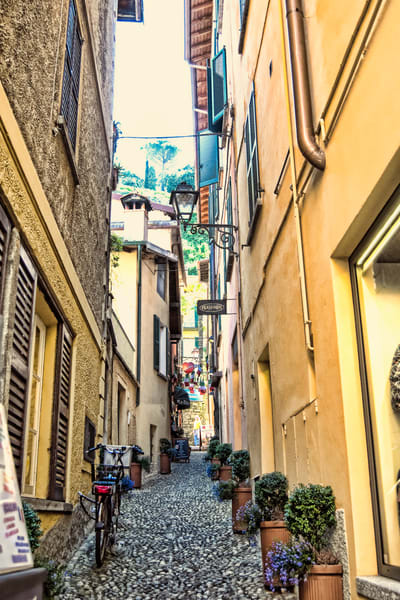 Art photography of Italy, from Lake Como Bicycle and Flowers, Tiny Streets DSC_6435 Bellagio, Italy