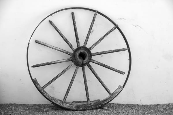USA, Arizona, Tucson, Tanque Verde Ranch, Old Wheel