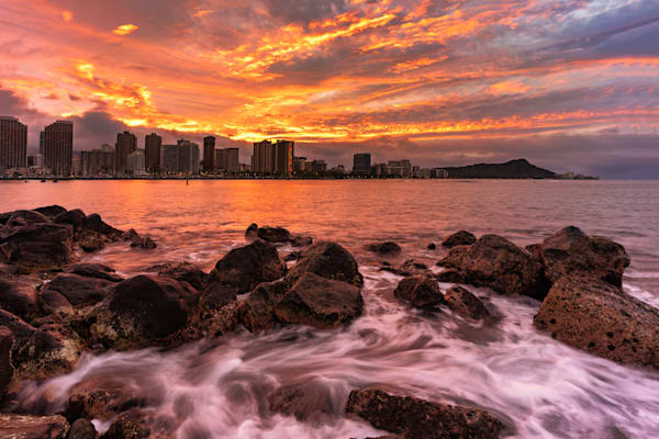 Hawaii Sunrise Photography | Magical Flows of Ala Moana by Peter Tang