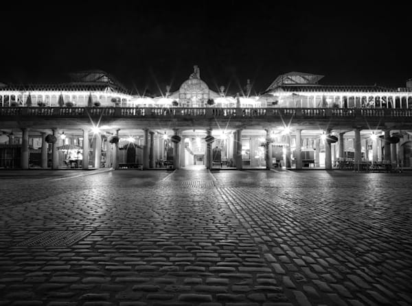 Covent Garden Solitude | Black and White London Photography