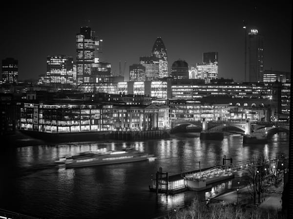 Tate Modern on the Thames | Black and White London Photography