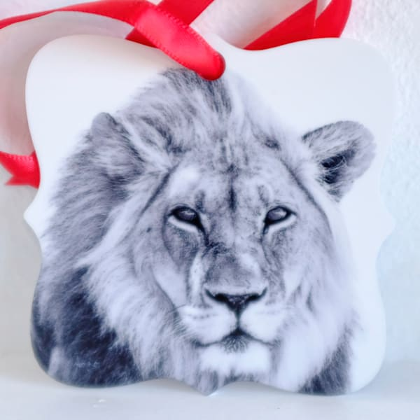 Lion in black and white metal ornament