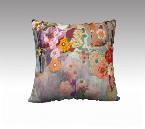 Blooming pillow cover