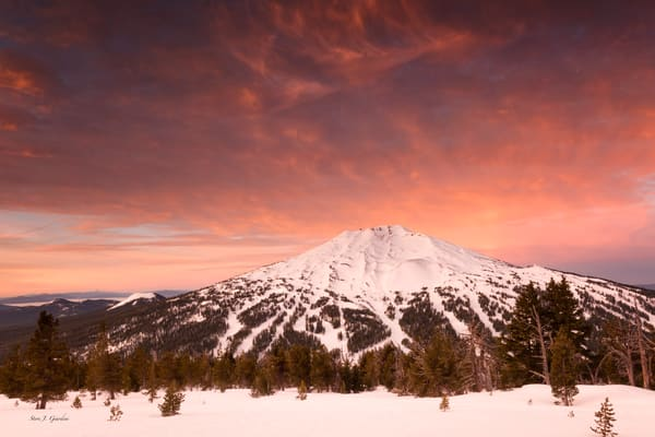 Mt. Bachelor Pink (1810036LNND8) Photograph for Sale as Fine Art Print