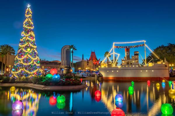 Echo Lake Christmas - Disney Wall Murals | William Drew